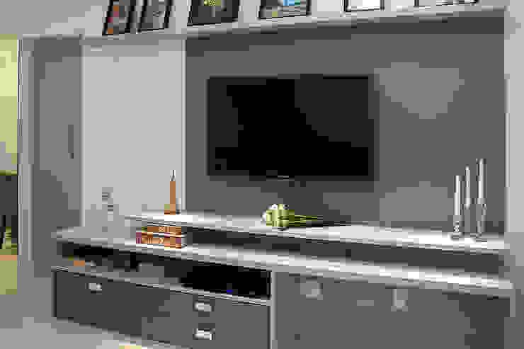 Apartamento em Botafogo Salas de estar modernas por Ana Adriano Design de Interiores Moderno Madeira Efeito de madeira