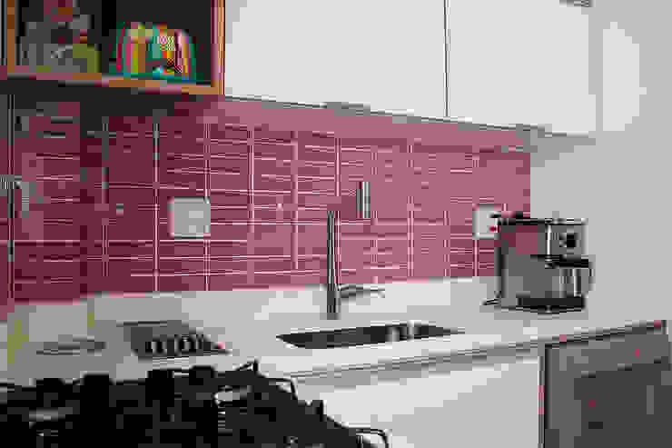 Apartamento em Botafogo Cozinhas modernas por Ana Adriano Design de Interiores Moderno Vidro