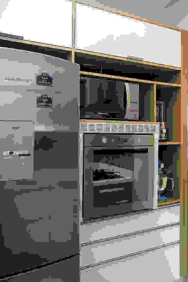 Apartamento em Botafogo Cozinhas modernas por Ana Adriano Design de Interiores Moderno MDF