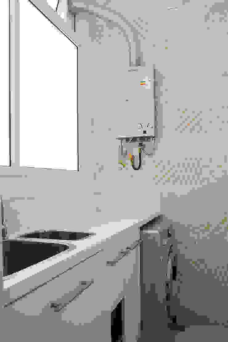 Apartamento em Botafogo Cozinhas modernas por Ana Adriano Design de Interiores Moderno Azulejo