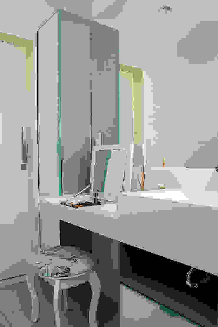 Apartamento em Botafogo Banheiros modernos por Ana Adriano Design de Interiores Moderno Vidro