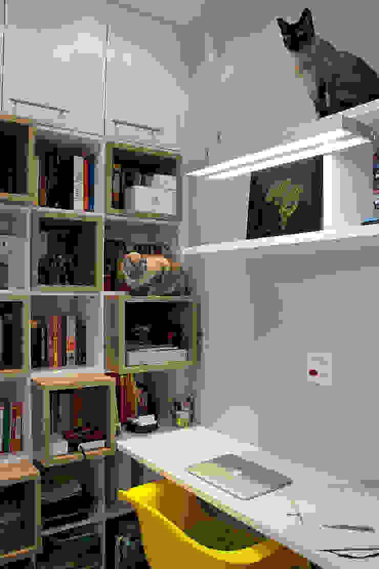 Apartamento em Botafogo Escritórios modernos por Ana Adriano Design de Interiores Moderno Madeira Efeito de madeira