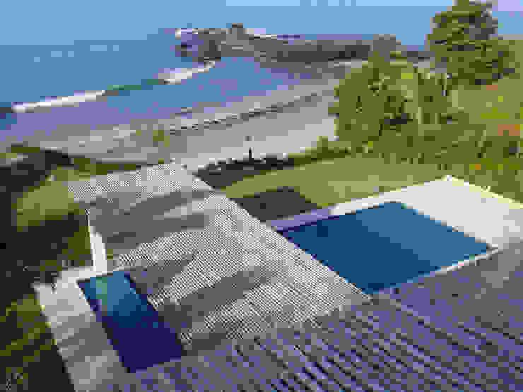 Casa Lunamar Albercas modernas de José Vigil Arquitectos Moderno