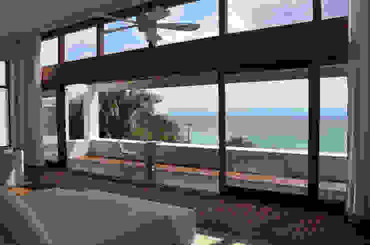 Balcone, Veranda & Terrazza in stile moderno di José Vigil Arquitectos Moderno