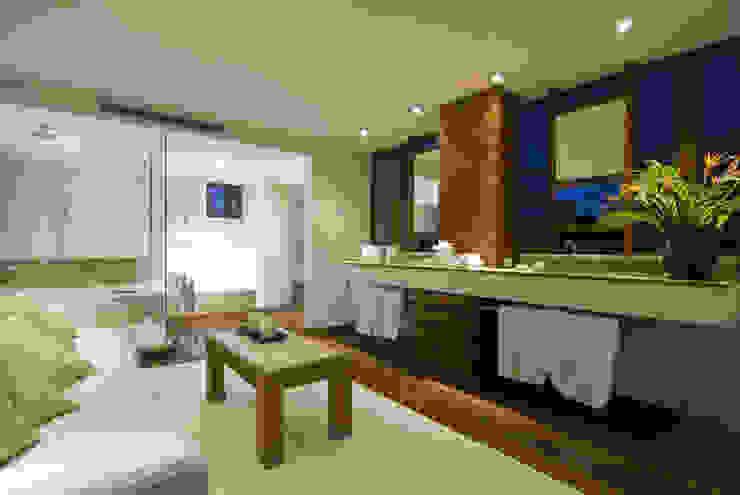 Casa Lunamar Baños modernos de José Vigil Arquitectos Moderno