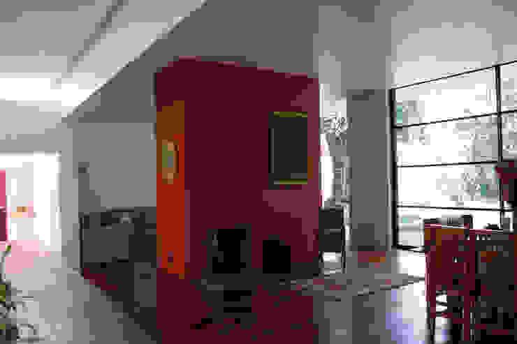 Casa Pedregal Salones modernos de José Vigil Arquitectos Moderno