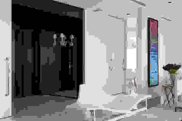 Гостиная в стиле модерн от DIEGO REVOLLO ARQUITETURA S/S LTDA. Модерн