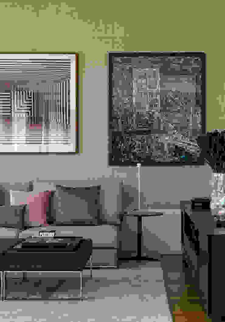 Медиа комната в стиле модерн от DIEGO REVOLLO ARQUITETURA S/S LTDA. Модерн