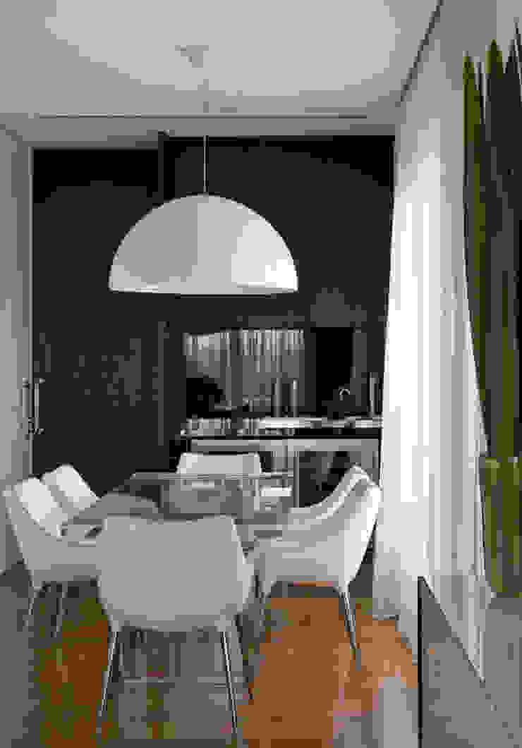 Столовая комната в стиле модерн от DIEGO REVOLLO ARQUITETURA S/S LTDA. Модерн