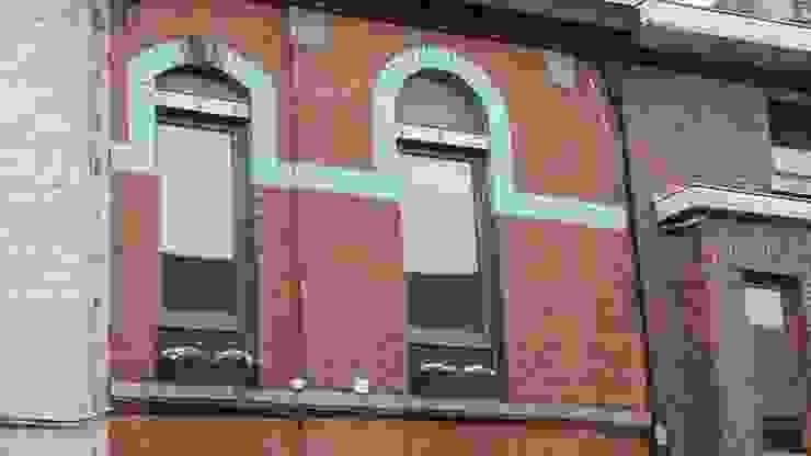 Classic style houses by Bureau d'Architectes Desmedt Purnelle Classic