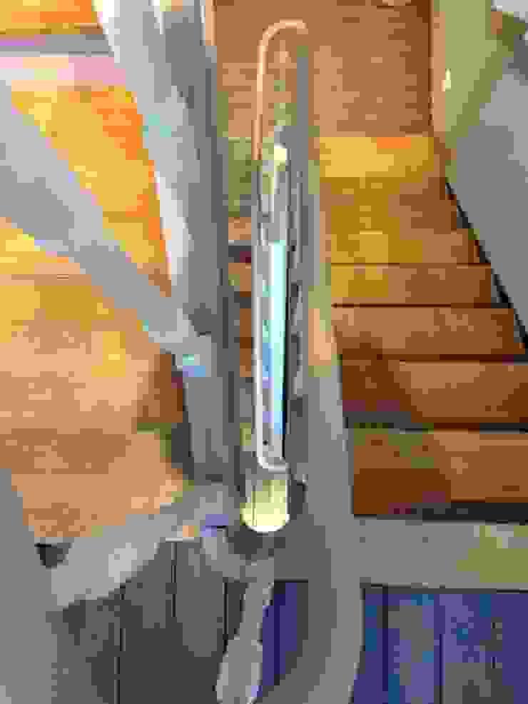 Escalier Couloir, entrée, escaliers classiques par Bureau d'Architectes Desmedt Purnelle Classique