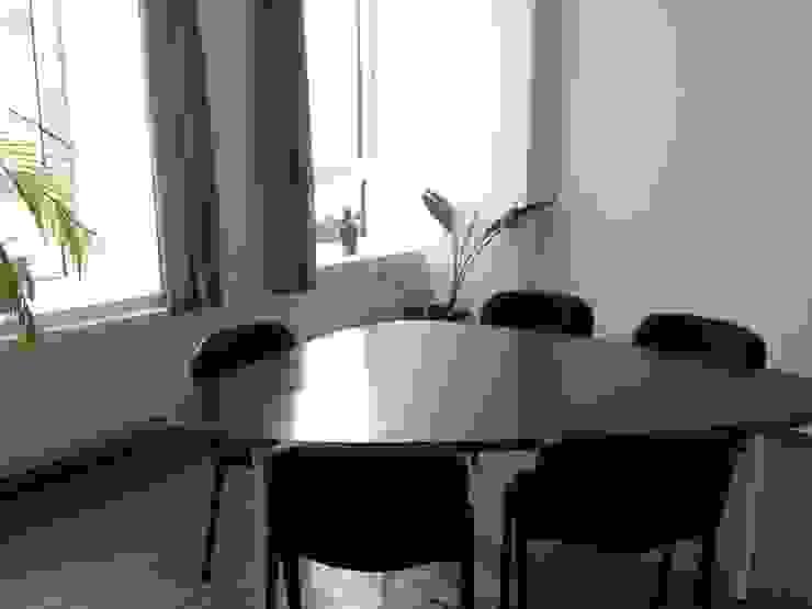 Salle de réunion Salle à manger classique par Bureau d'Architectes Desmedt Purnelle Classique