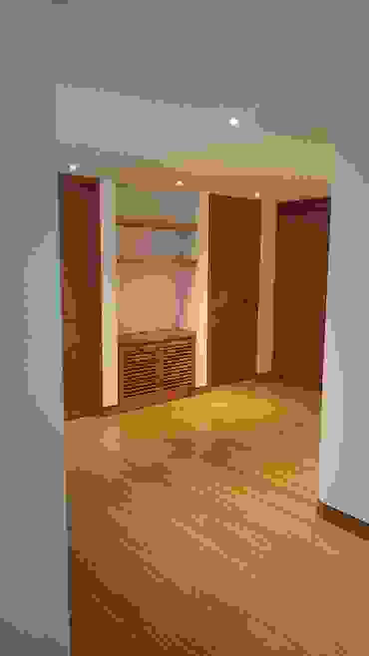 Apartamento RP Pasillos, vestíbulos y escaleras de estilo moderno de AMR ARQUITECTOS Moderno