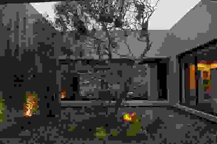 Jardines de estilo moderno de AMR ARQUITECTOS Moderno