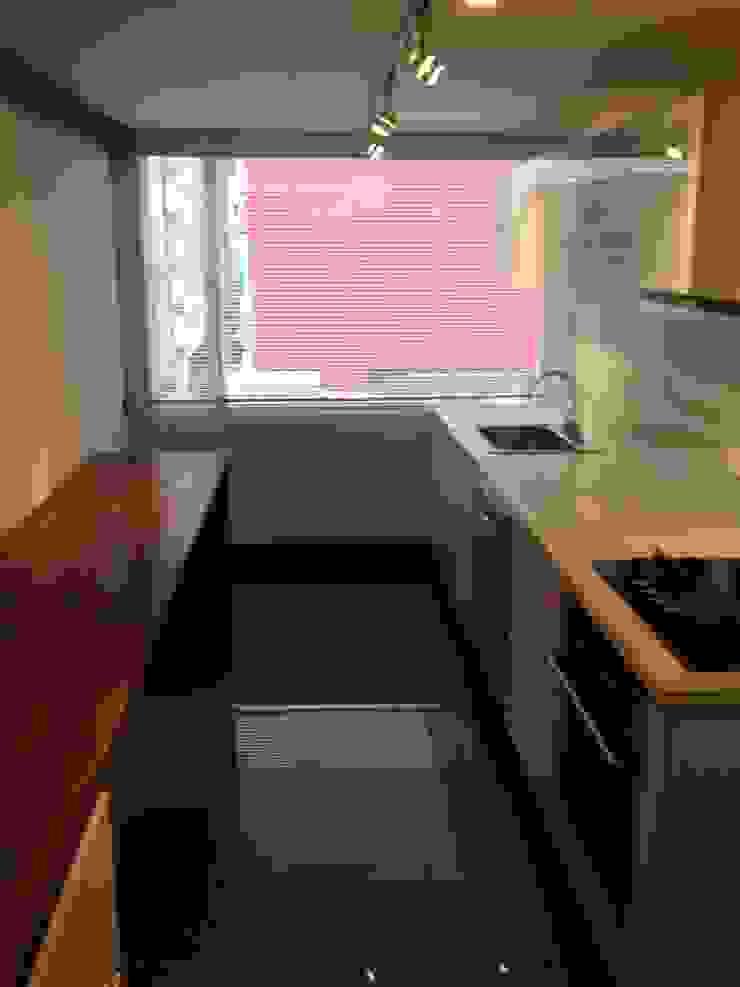 AMR ARQUITECTOS Modern Kitchen