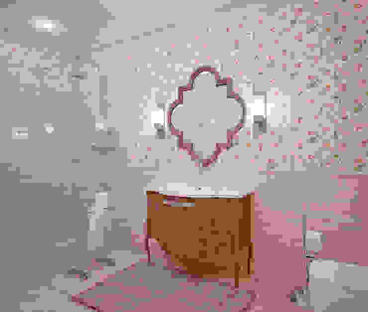 Двухэтажный дом в Рощино Be In Art Ванная комната в эклектичном стиле Керамика Бежевый