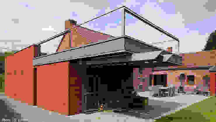 Garage avec vue Balcon, Veranda & Terrasse modernes par VORTEX atelier d'architecture Moderne