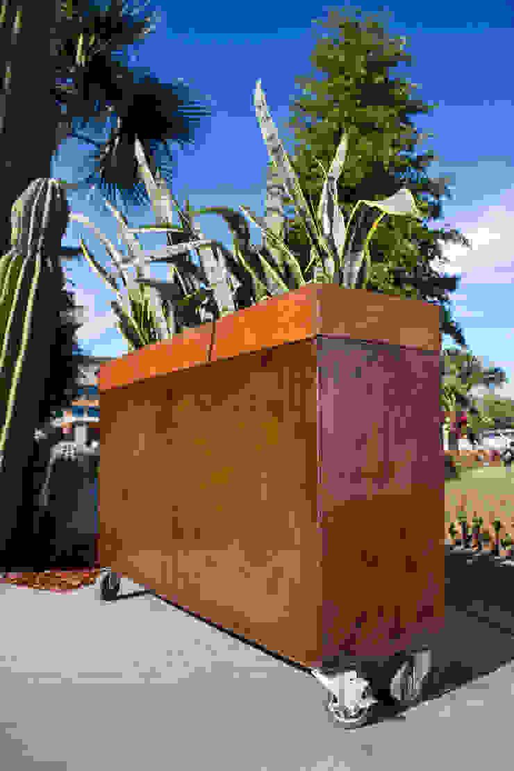 MACETERA DE METAL OXIDADO Oscar Leon/ Arte Renovable & Muebles JardinesAccesorios y decoración
