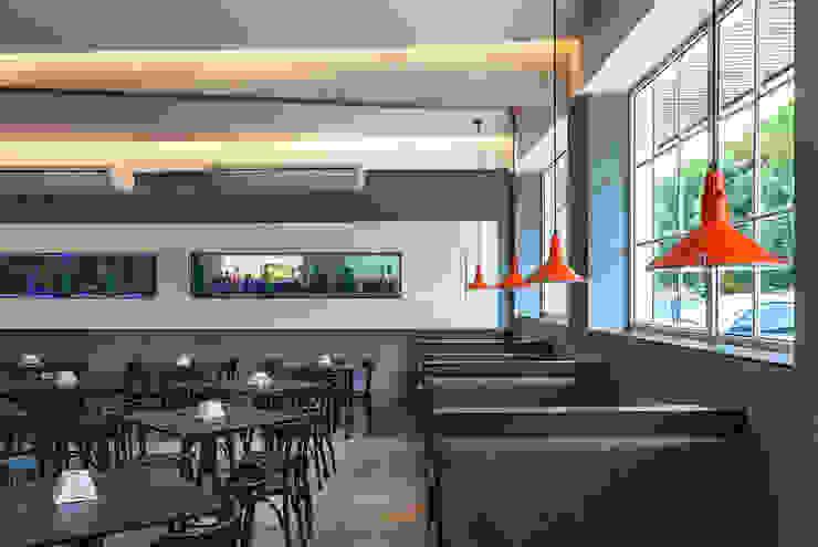 Restaurante Junior Espaços gastronômicos modernos por Mobile Arquitetura Moderno