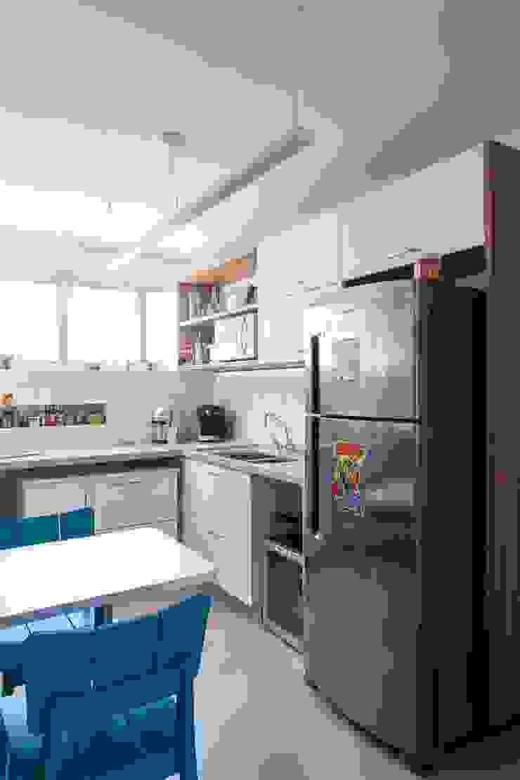 Apartamento do Amigo Calculista Cozinhas modernas por Nautilo Arquitetura & Gerenciamento Moderno MDF