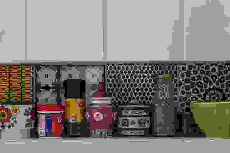 現代廚房設計點子、靈感&圖片 根據 Nautilo Arquitetura & Gerenciamento 現代風 磁磚