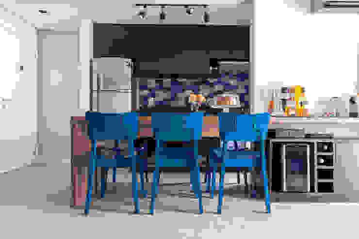 Moderne eetkamers van Márcio Campos Arquitetura + Interiores Modern