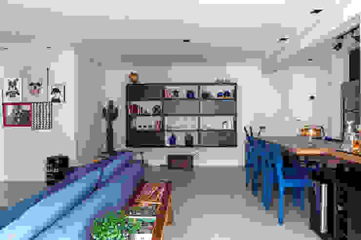 Márcio Campos Arquitetura + Interiores Moderne woonkamers Grijs