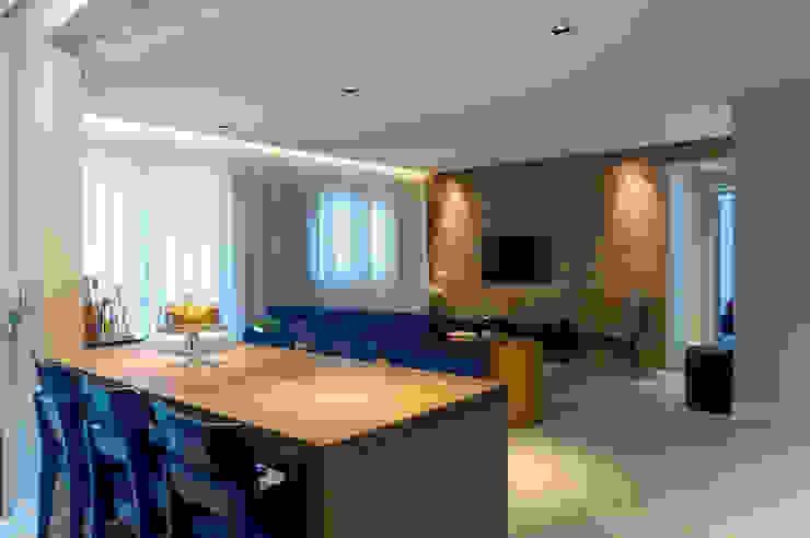 Livings modernos: Ideas, imágenes y decoración de Márcio Campos Arquitetura + Interiores Moderno