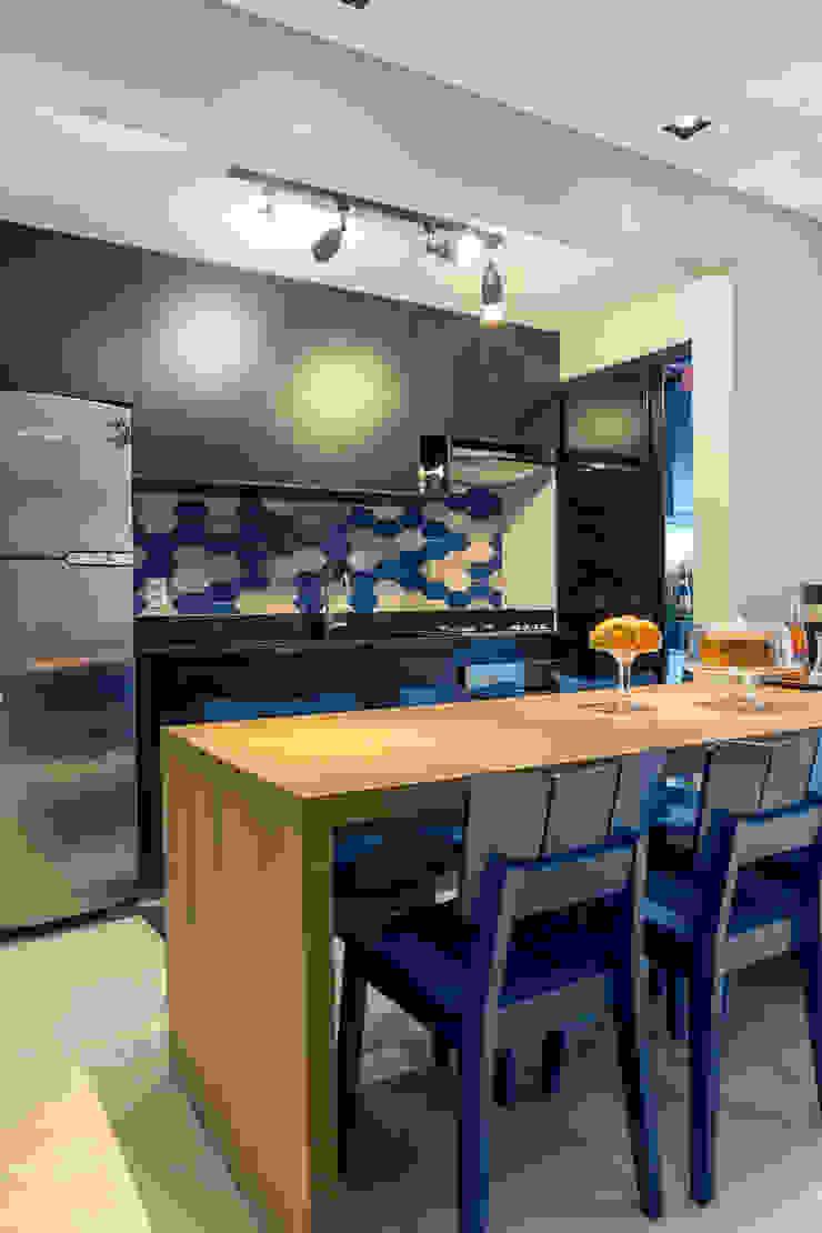 Sala de jantar integrada na cozinha Cozinhas modernas por Márcio Campos Arquitetura + Interiores Moderno