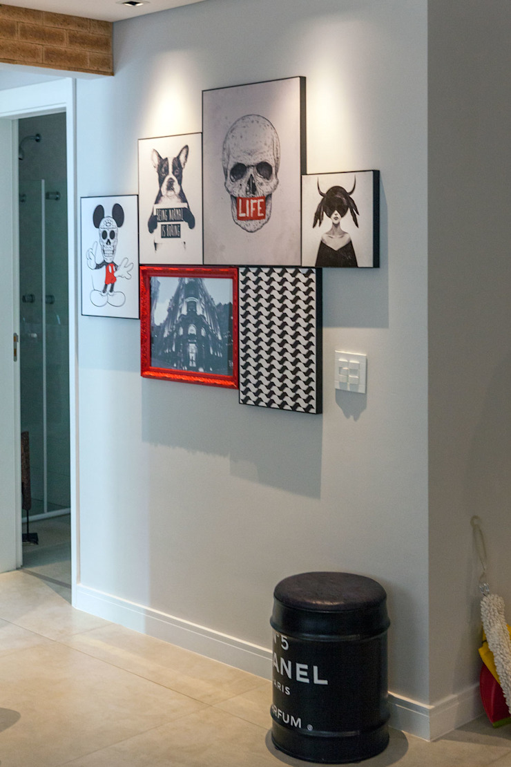 Composição de quadros por Márcio Campos Arquitetura + Interiores Moderno