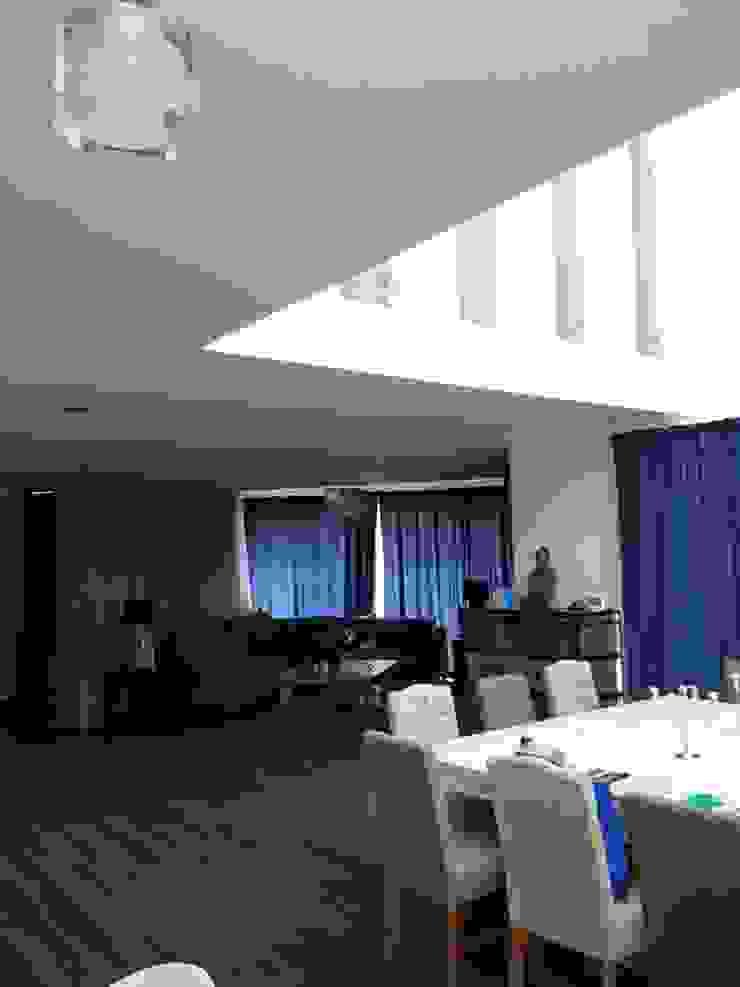 LA RIOJA Salones modernos de Arki3d Moderno