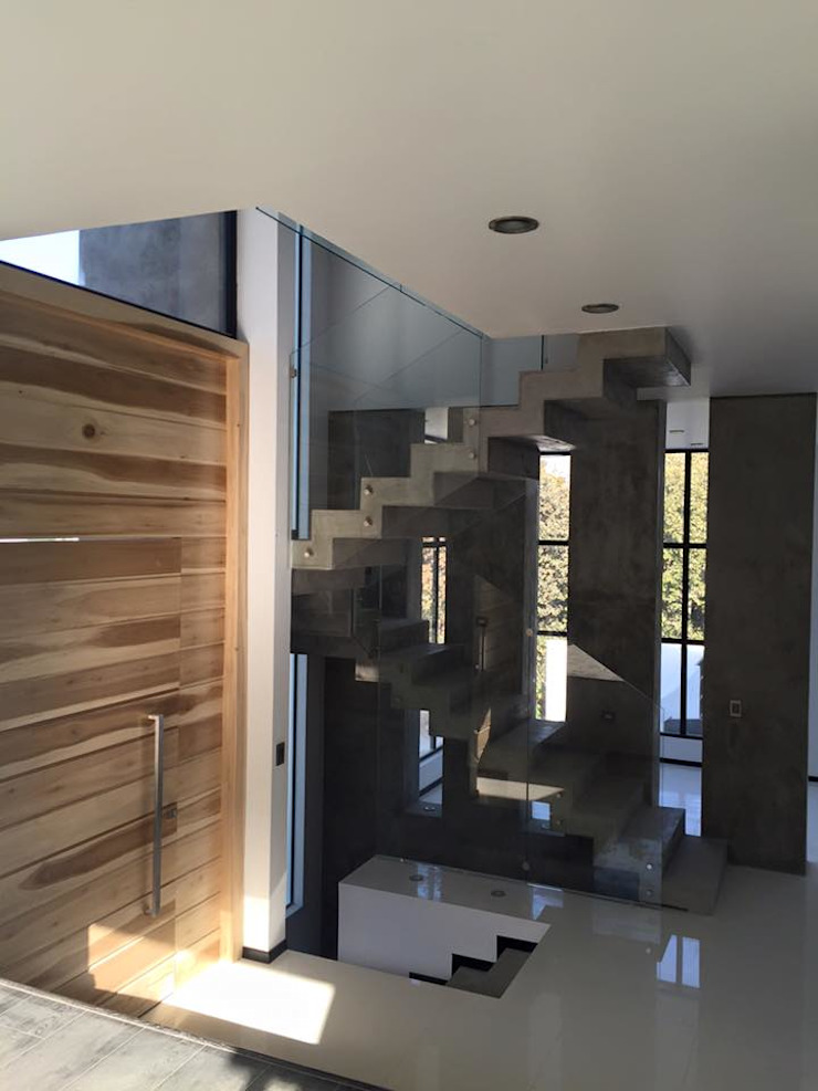 BOSQUES DE BUGAMBILIAS Pasillos, vestíbulos y escaleras modernos de Arki3d Moderno