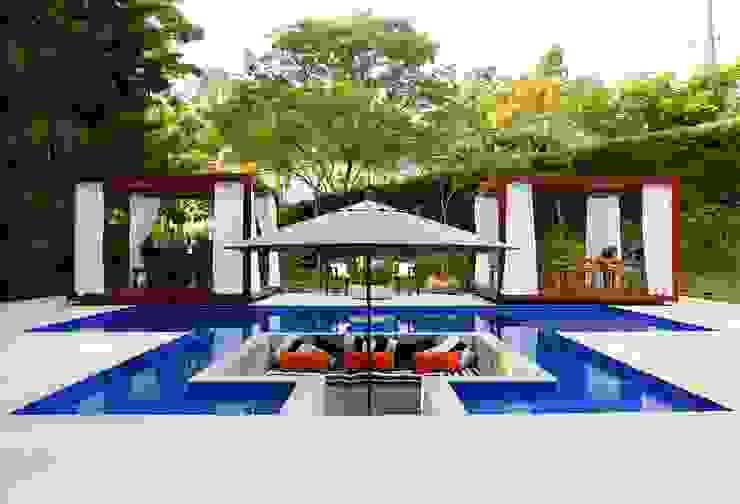 PROJETO PISCINA - ALPHAVILLE por RUTE STEDILE INTERIORES Tropical
