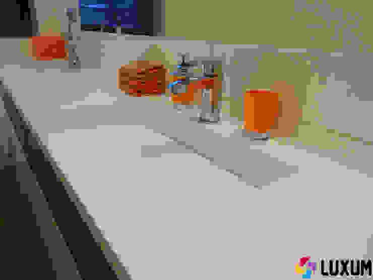 Nowoczesna umywalka z odpływem liniowym Nowoczesna łazienka od Luxum Nowoczesny