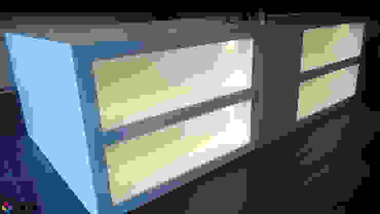 Podświetlone półki w wolnostoącej wannie Nowoczesna łazienka od Luxum Nowoczesny
