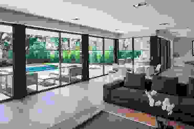 Villa Wainer Salones de estilo moderno de Kawneer España Moderno