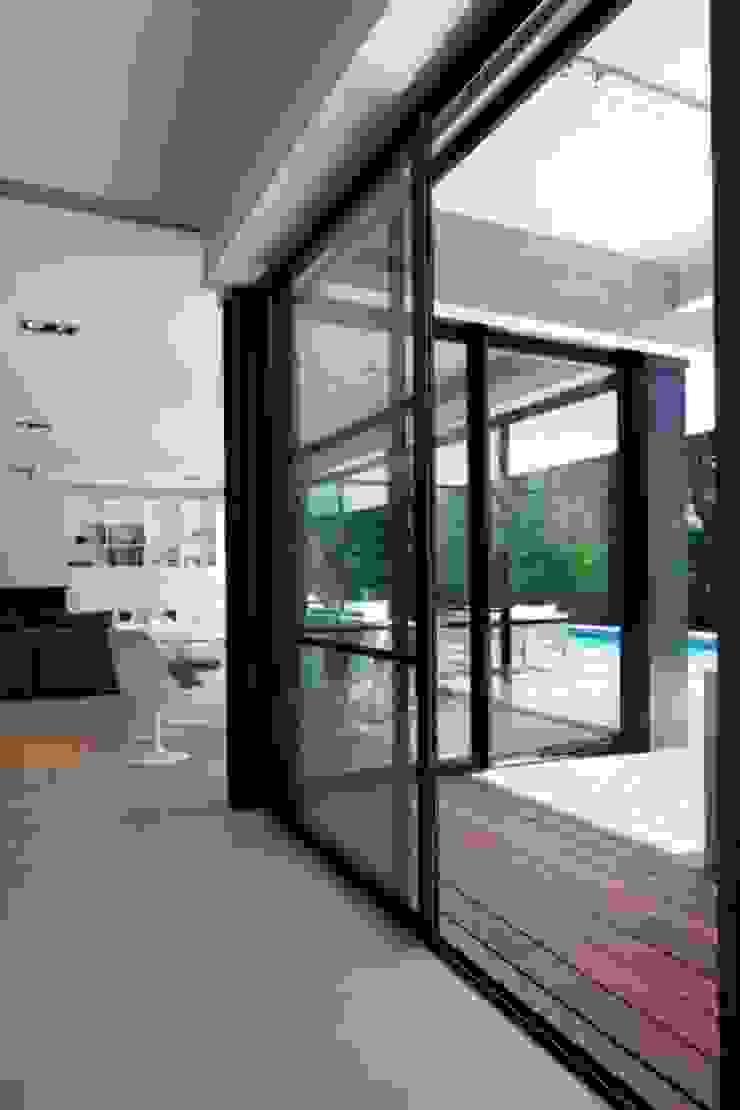 Villa Wainer by Kawneer España Сучасний