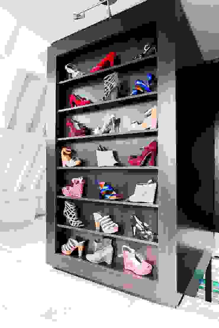 Modern Dressing Room by SMEELE Ontwerpt & Realiseert Modern