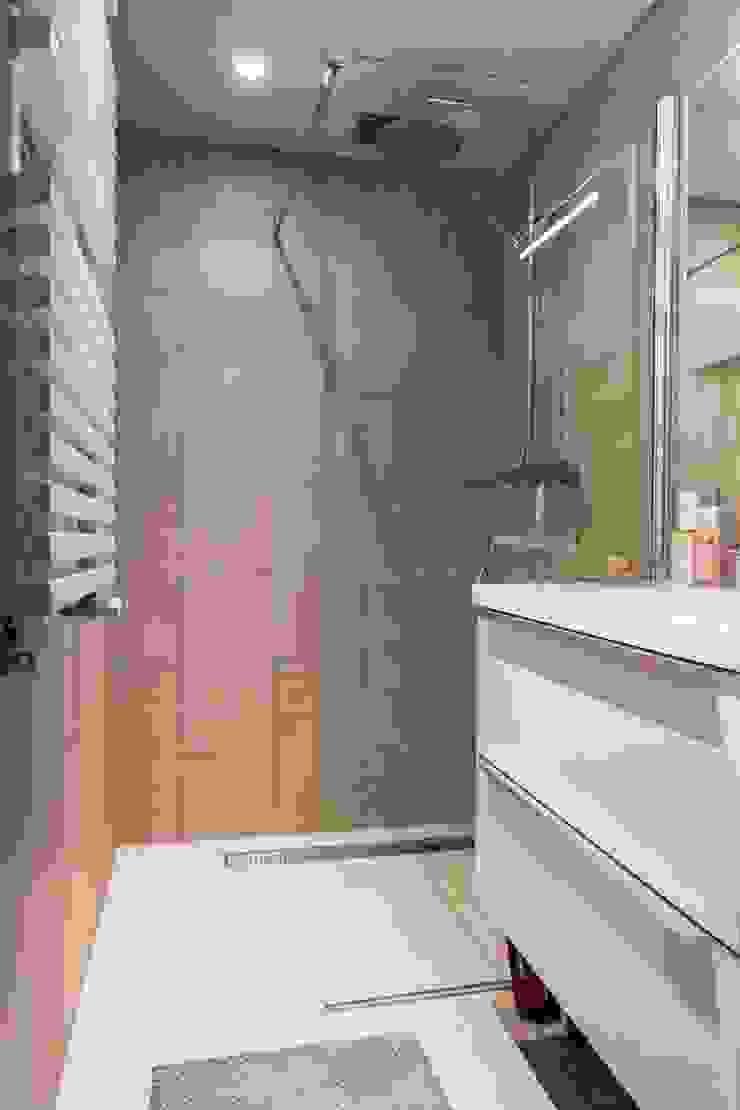 Banheiros modernos por SMEELE Ontwerpt & Realiseert Moderno