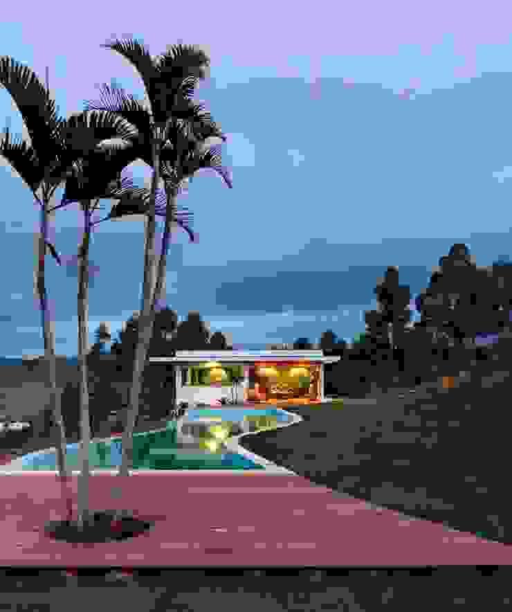 Carlos Salles Arquitetura e Interiores Piscinas de estilo moderno