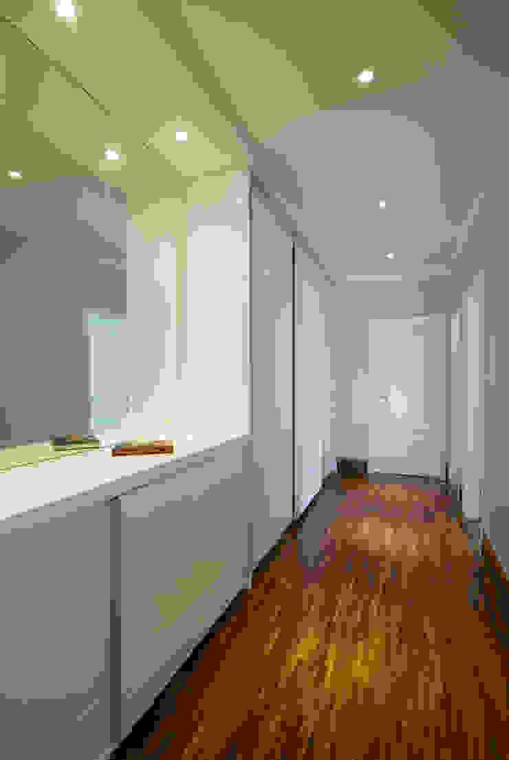 Casa Fbn Lozí - Projeto e Obra Corredores, halls e escadas clássicos