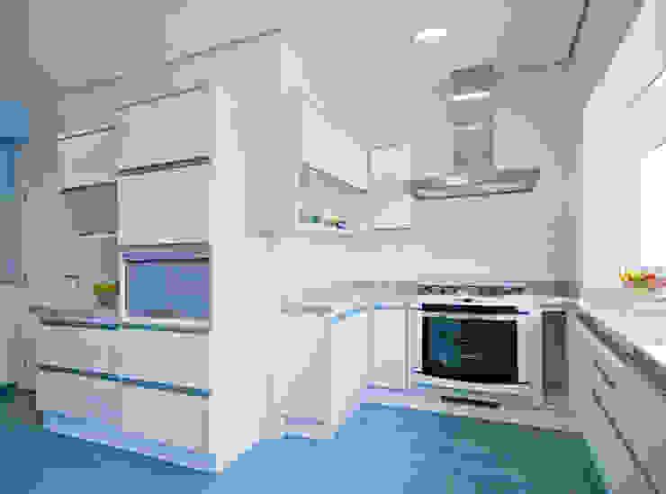 Casa Fbn Cozinhas clássicas por Lozí - Projeto e Obra Clássico