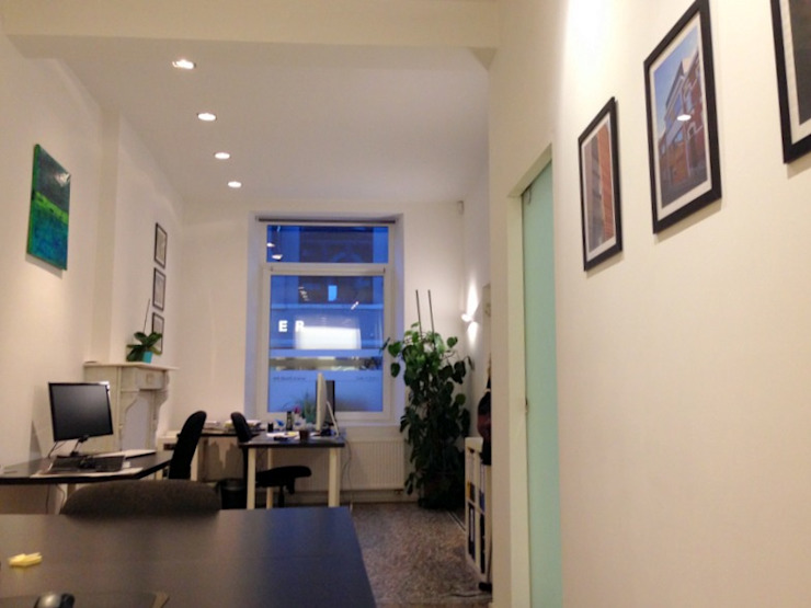 Classic style study/office by Bureau d'Architectes Desmedt Purnelle Classic