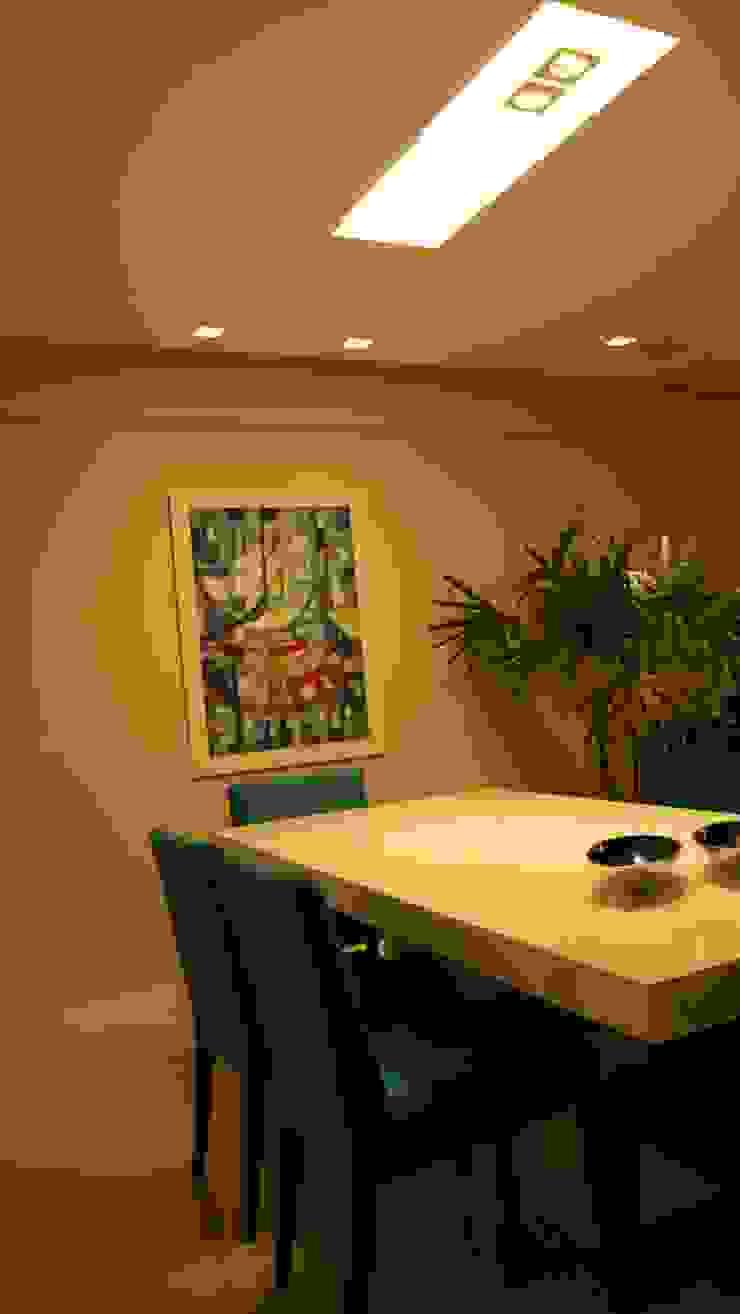 Salle à manger moderne par arquitetura assim Moderne Bois Effet bois