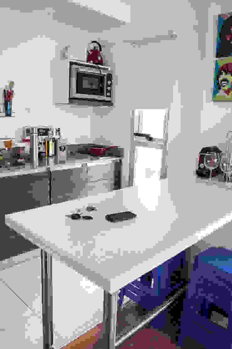 Cocina + Mesa comedor de MinBai Minimalista Madera Acabado en madera