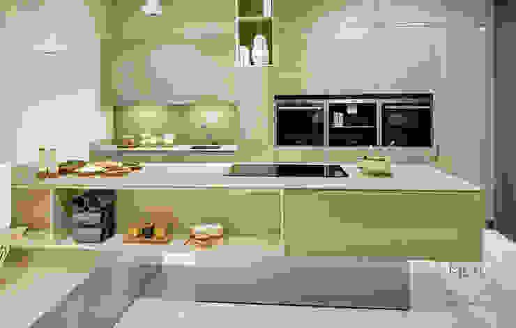 Geometria da estética: Cozinhas  por FABRI,