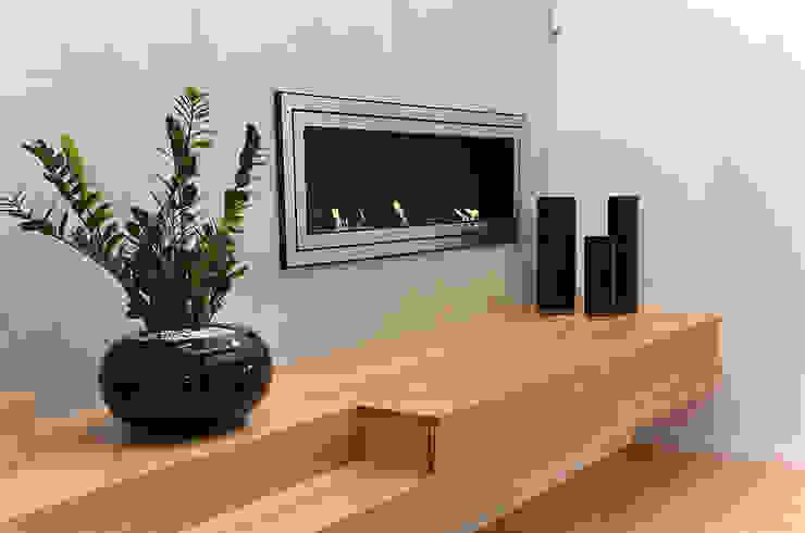Minimalistyczne wnętrze domu w Janowie: styl , w kategorii Salon zaprojektowany przez Pracownia A,Minimalistyczny Drewno O efekcie drewna