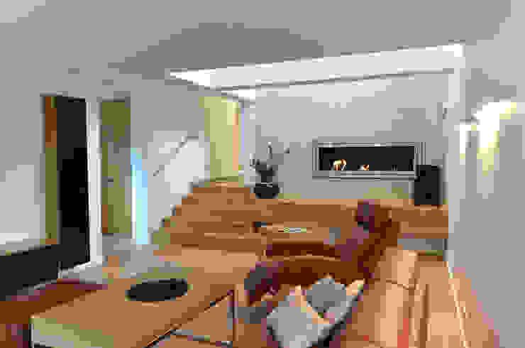 Salon minimaliste par Pracownia A Minimaliste Bois Effet bois