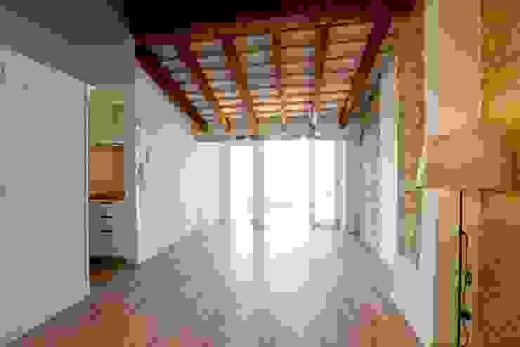Viviendas Centro Histórico Valencia Salones de estilo moderno de Singularq Architecture Lab Moderno