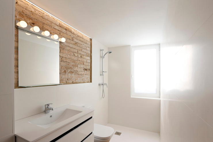 Bathroom by Singularq Architecture Lab